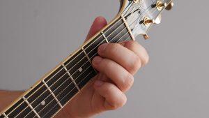akord Amol na gitarze