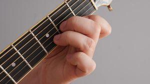 akord Dmol na gitarze