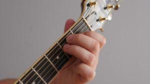 akord Edur na gitarze