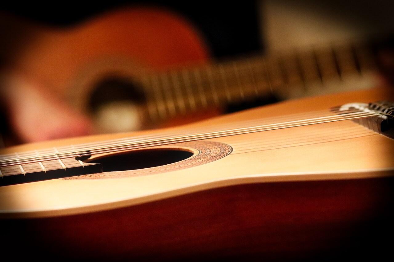 Ile wydać na pierwszą gitarę?