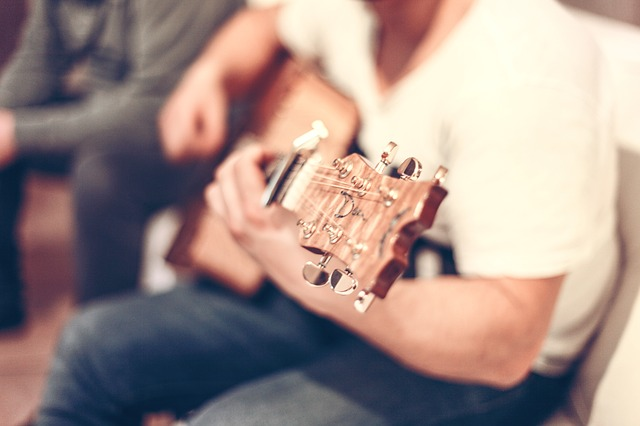 początki na gitarze