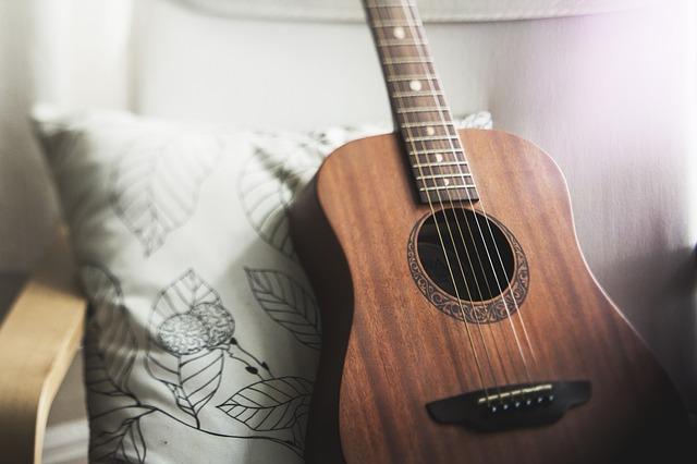 Jaka gitara na początek - poradnik jaką gitarę kupić?